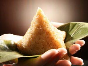 rice dumplings hand